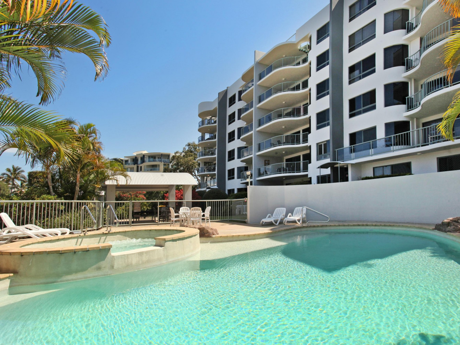 SPACIOUS 3 BEDDER 300m FROM THE BEACH
