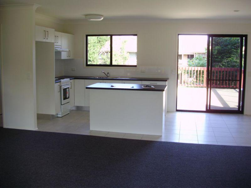 MOOLOOLABA - CENTRALLY LOCATED,  3 BEDROOM UNIT (Unfurnished)