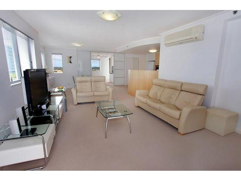 Price reduced! 3 bedroom unit in excellent condition in the heart of Mooloolaba!
