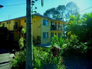 View profile: Bright 2 B/R Unit Close to Alex Beach (Unfurnished)