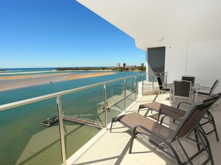 View profile: High level apartment with magnificent river/ocean views!