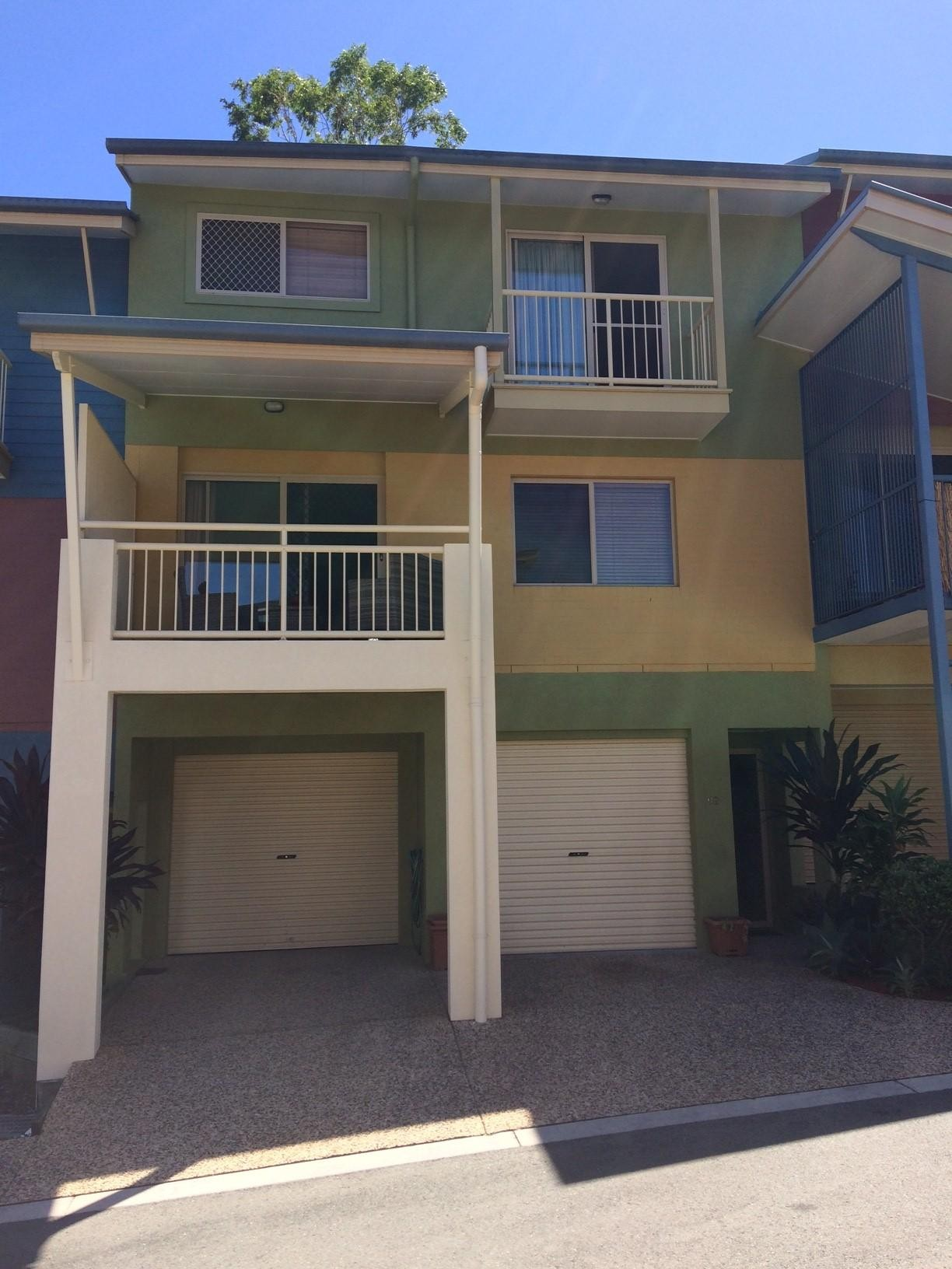 NESLED AWAY AND CENTRAL TO MOOLOOLABA AND AMENITIES