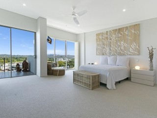 View profile: Spacious Penthouse for unbeatable value!
