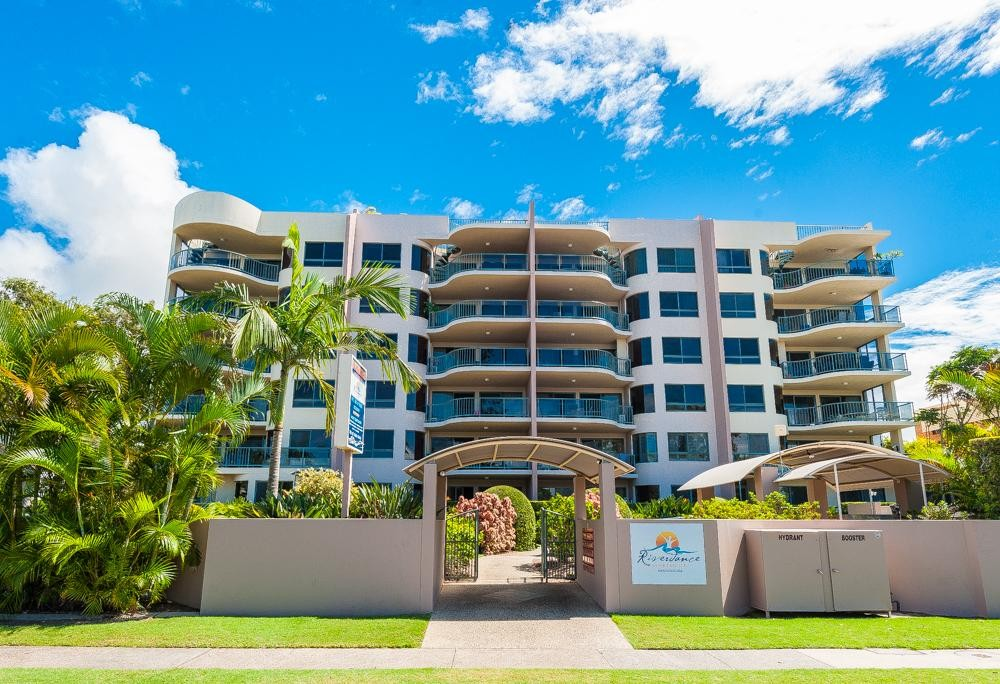 LARGE THREE BEDROOM MOOLOOLABA
