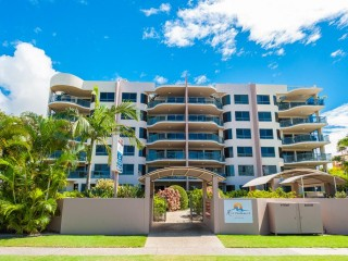 View profile: LARGE THREE BEDROOM MOOLOOLABA