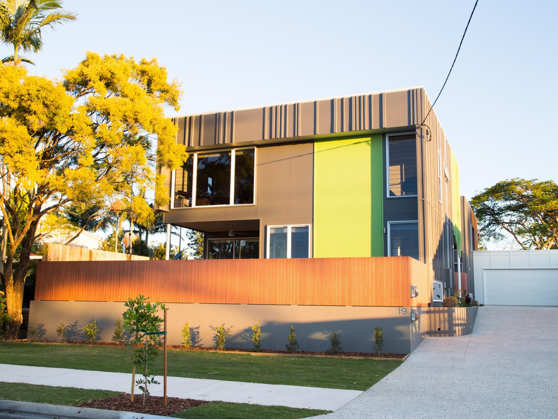 Modern, fully furnished townhouse, just one street away from the Maroochydore river.