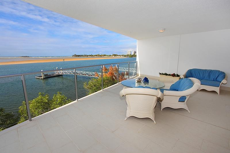SPACIOUS WATERFRONT UNIT WITH MASSIVE PRIVATE BALCONY