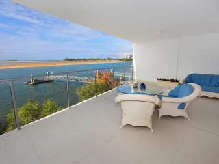 View profile: SPACIOUS WATERFRONT UNIT WITH MASSIVE PRIVATE BALCONY