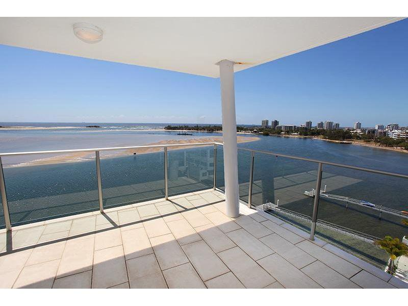 3 Bedroom Sub-Penthouse with magnificent river/ocean views!