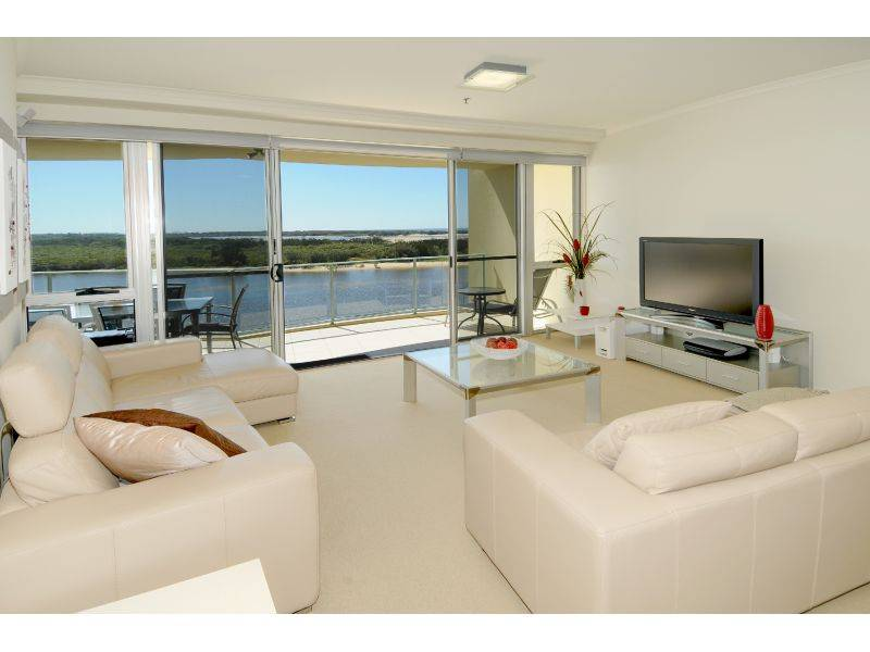 BARGAIN PRICE for this large 3 Bedroom apartment with magnificent river/ocean views!!