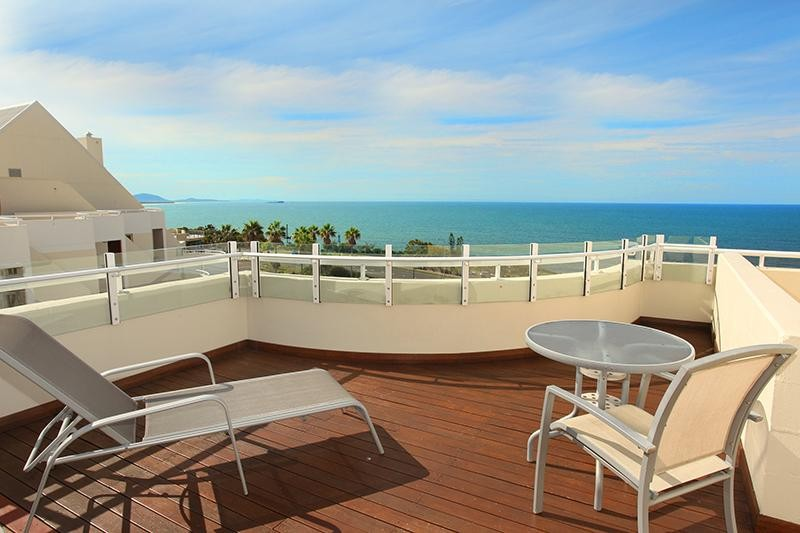 ELEVATED PENTHOUSE LIVING ON THE MOOLOOLABA FRONT ROW