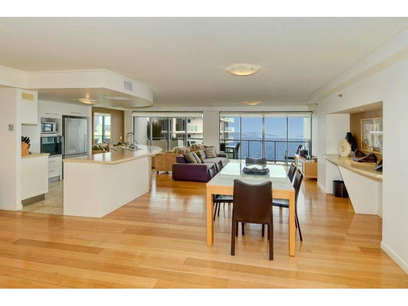 DUAL LEVEL PENTHOUSE TO STEAL:            RECEIVER'S SALE