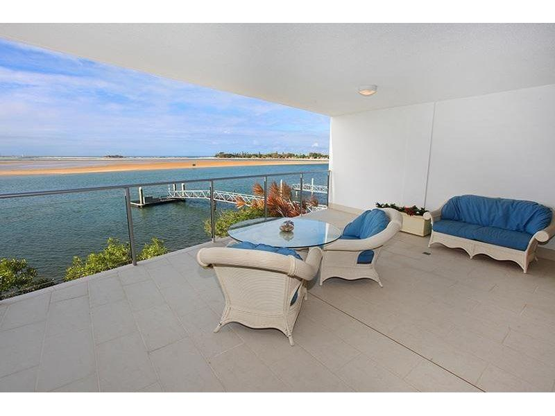 Price reduced! Spacious apartment with massive private balcony!