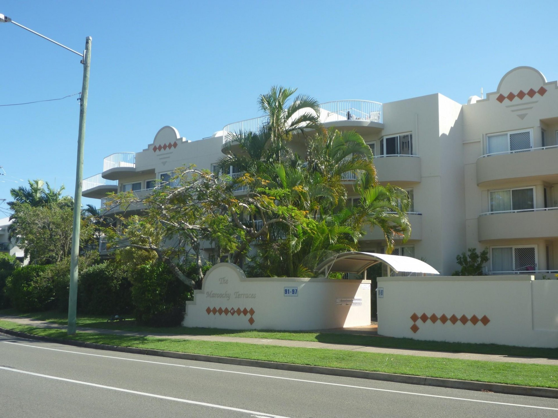 CLOSE TO RIVER, PLAZA AND OCEAN ST LOCATED ON DUPORTH AVE - 2 BR UNFURNISHED UNIT