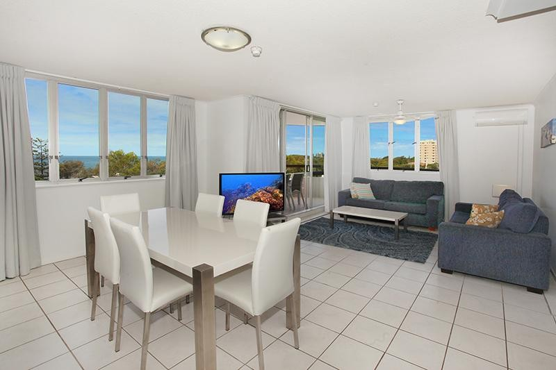 3 BEDROOM UNIT - OH!! SO CLOSE TO THE SWIMMING FLAGS AND MUCH MORE!!