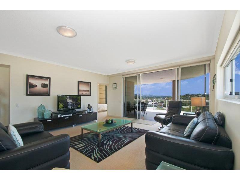 IRREPLACEABLE HOUSE SIZE APARTMENT IN THE HEART OF MOOLOOLABA