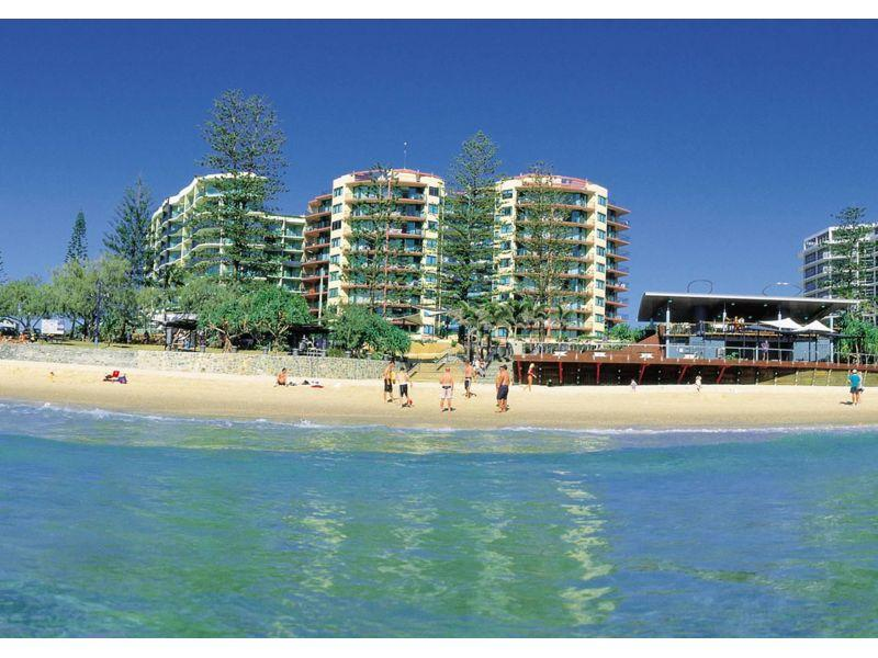 Large 1 Bedroom unit opposite Mooloolaba main beach!