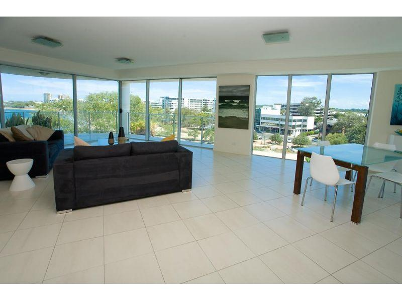 Luxurious large (180m2) residential apartment with river/ocean views
