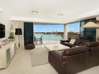 View profile: Spacious apartment with stunning river/ocean views