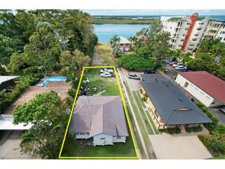 View profile: INVESTORS/DEVELOPERS THIS PROPERTY IS FOR YOU.
