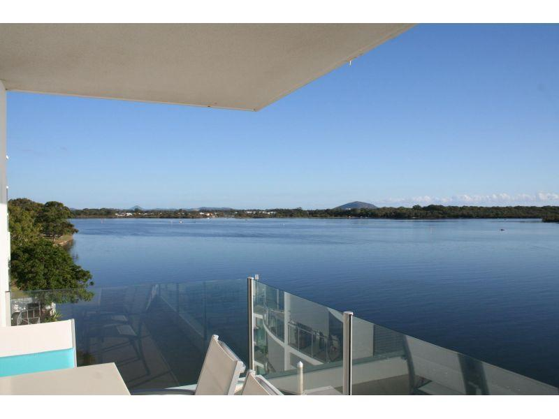 Fantastic value one-per-floor waterfront Sub-Penthouse!