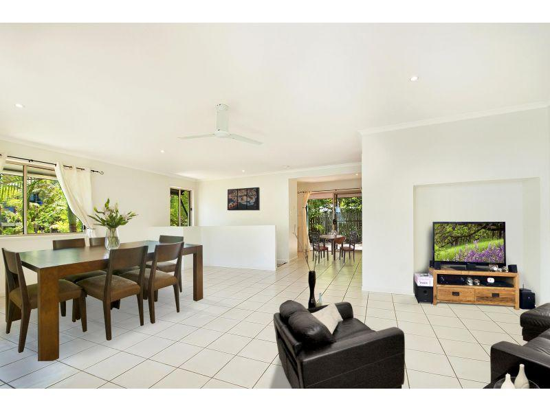 HOUSE-SIZE TOWNHOUSE MOOLOOLABA