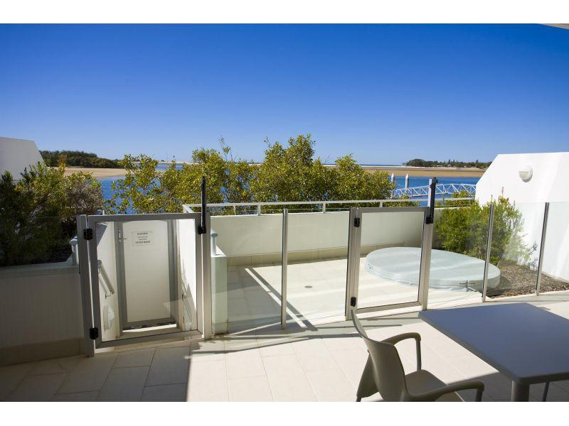 Bargain price!! Absolute riverfront apartment with private courtyard and spa.