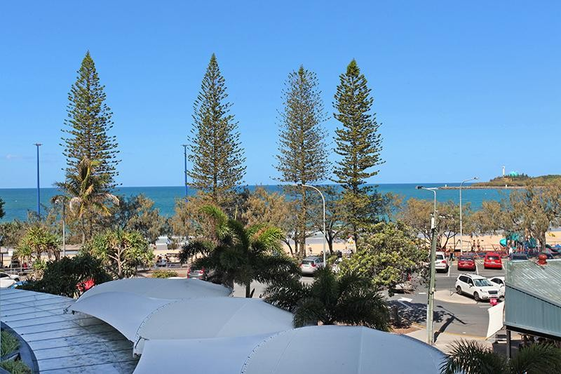 3 BEDROOM 'FRONT ROW'    MOOLOOLABA